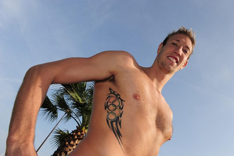 Sport et tatouage - Tatouage sur les cotes homme ...