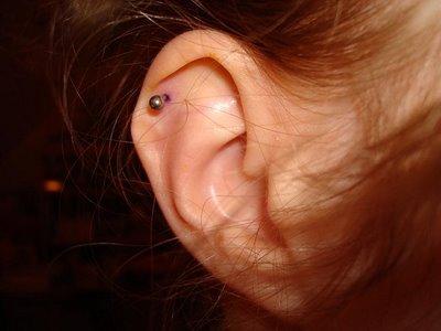 Se faire percer le haut de l oreille
