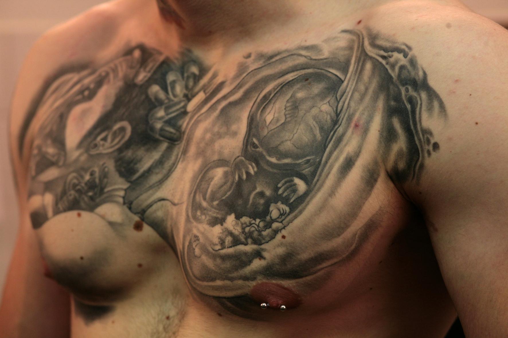 belle tatouage maori bras homme