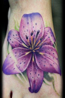 Choisir un tatouage fleur - Tatouage fleur couleur ...