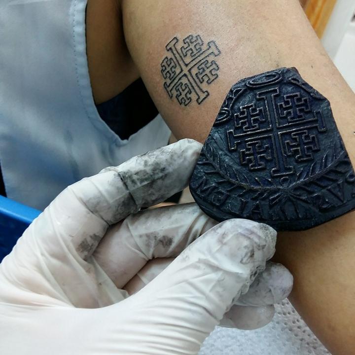 le tatouage pèlerin : une tradition ancestrale - tattoos.fr