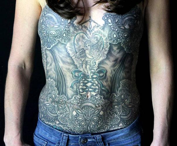 Des tatouages sur la poitrine apr s un cancer - Tatouage femme poitrine ...